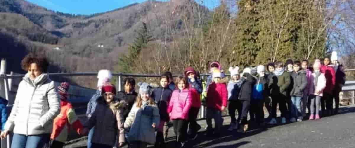 La scuola dove si fermano le lezioni per far camminare gli alunni