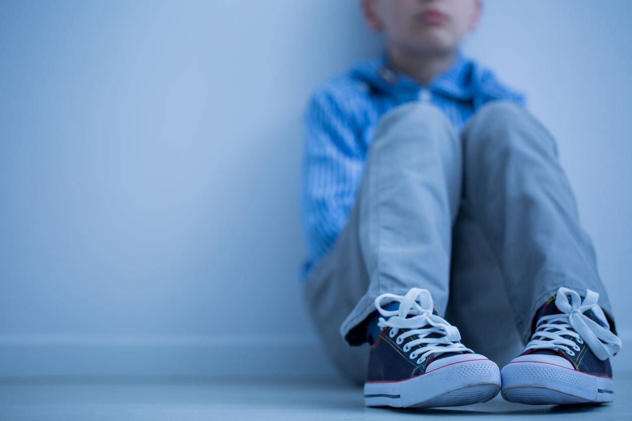 bambino abbandonato in strada