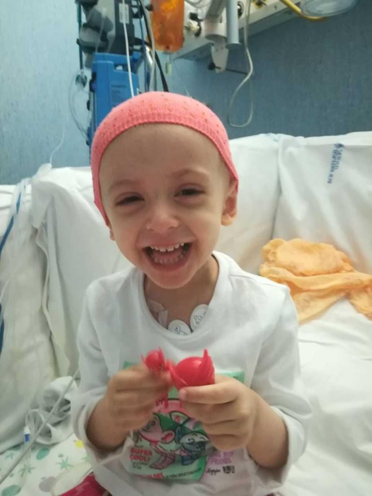 bambina con leucemia