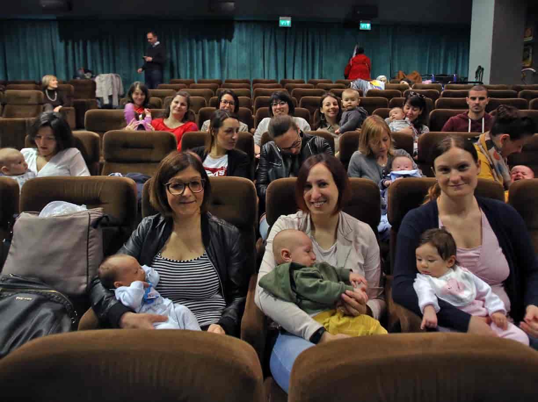 """""""CineMamme"""": il cinema pensato per le mamme ed i loro bebè"""