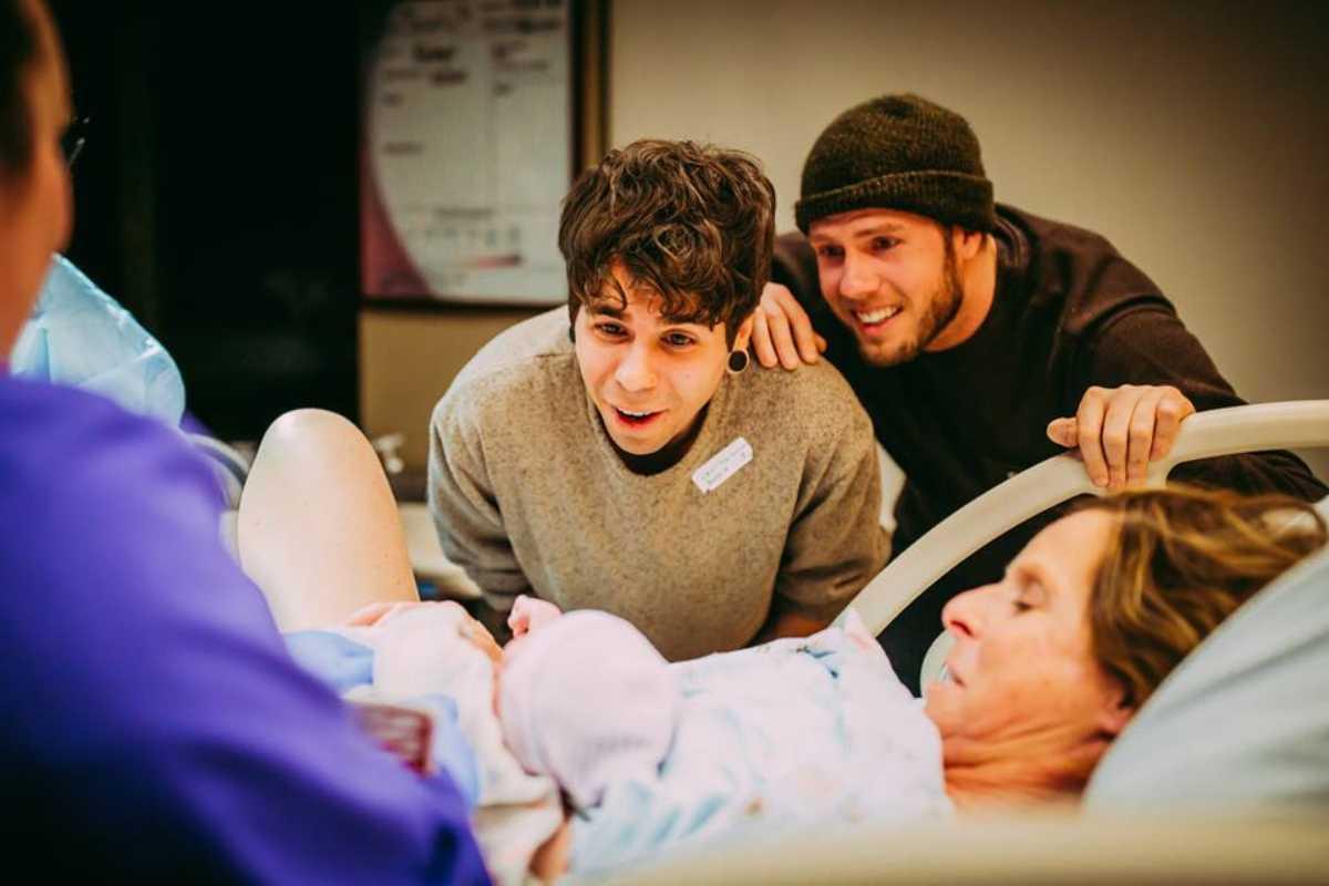 mamma regala una bimba al figlio gay 6