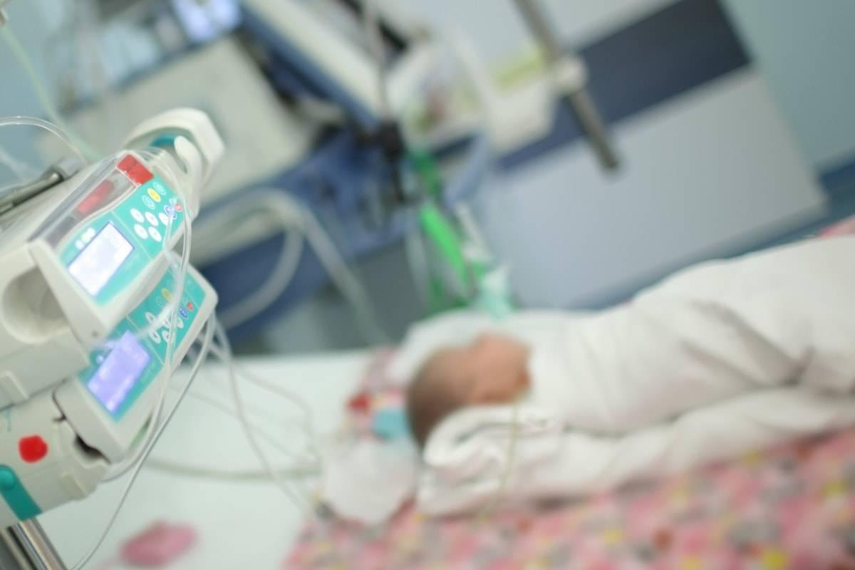 bimbo con meningite