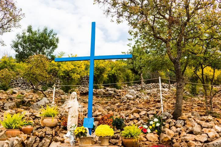Croce Blu Medjugorje Madonna aprile