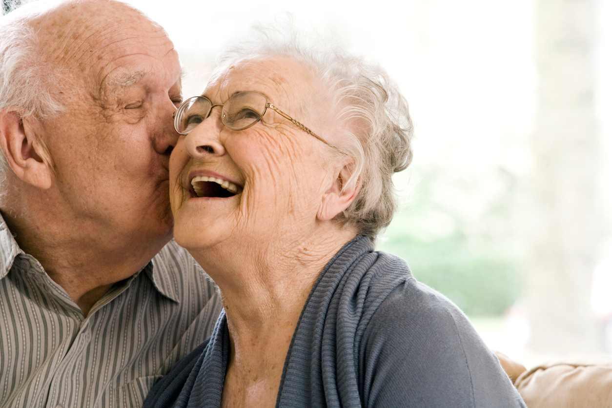 coppia anziana fa troppo sesso