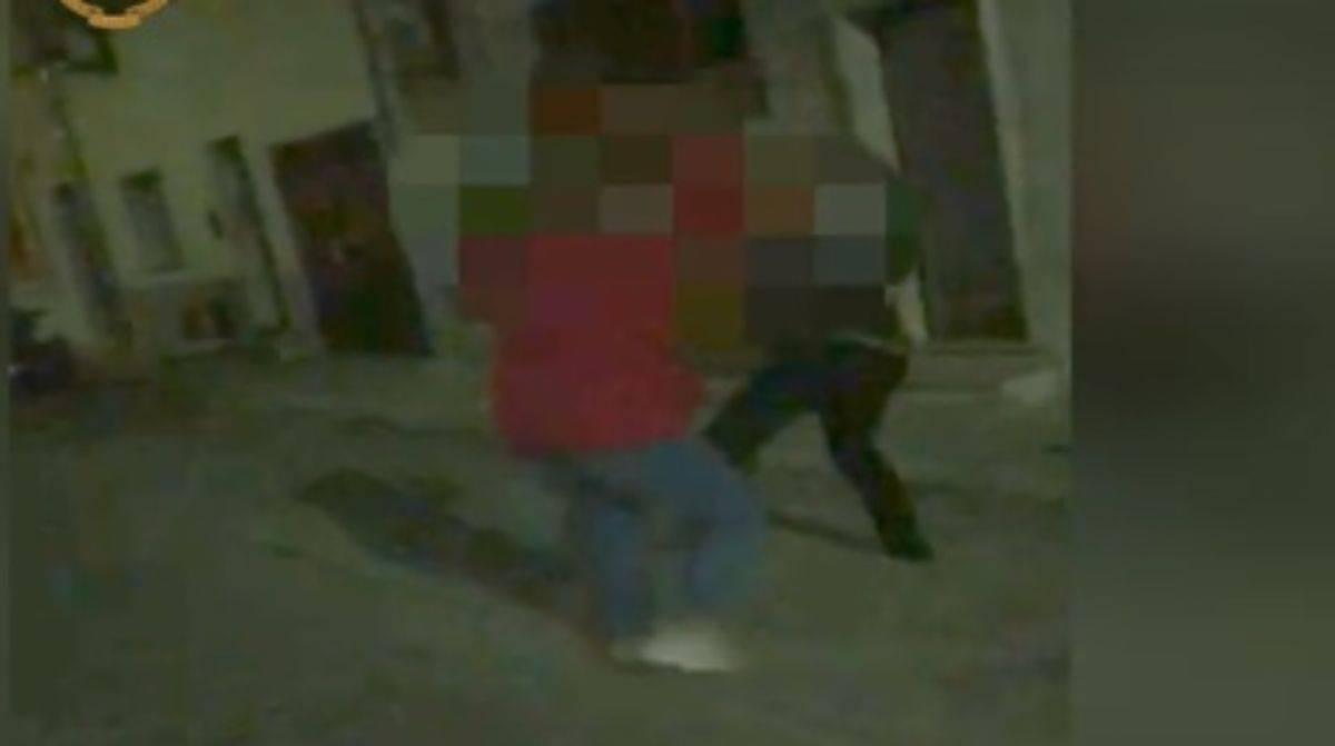 Pensionato picchiato: 8 fermi tra cui 6 minori – VIDEO