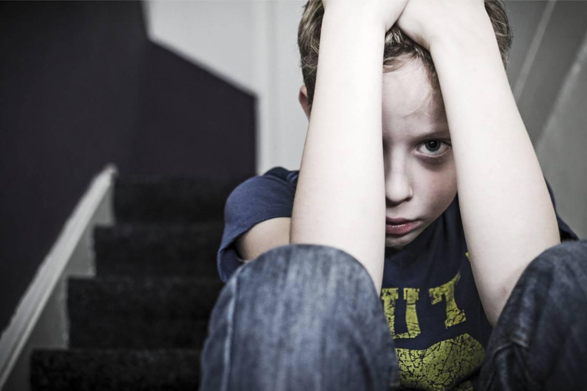 Bambino chiama i carabinieri per difendere la madre dal padre violento