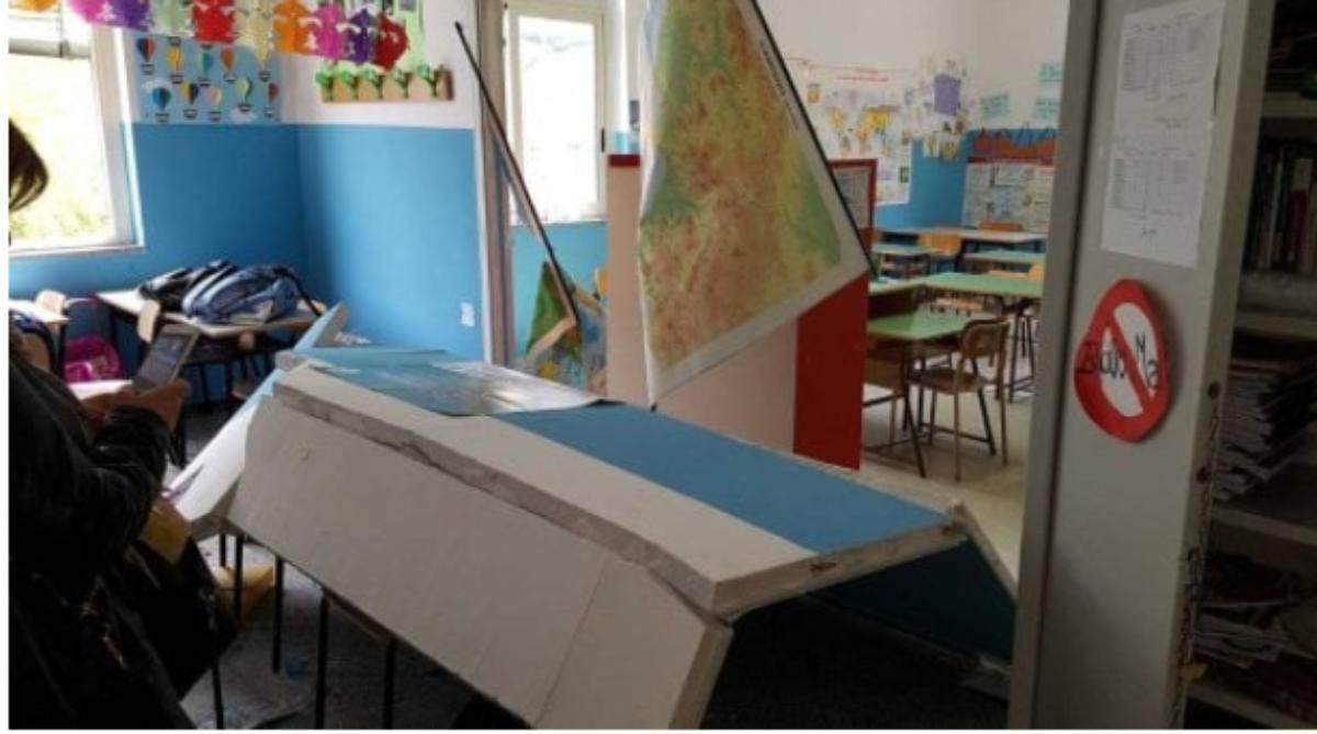 crolla parete in una scuola