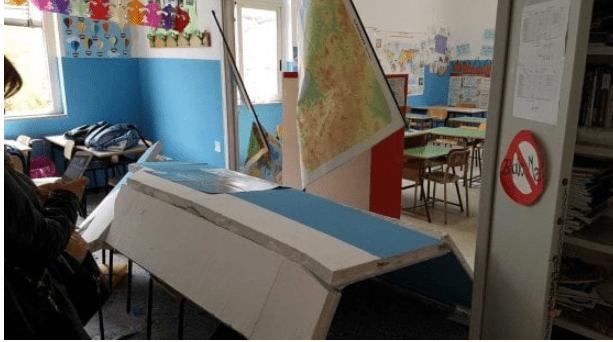 Crollo in una scuola: maestra incinta si ferisce per proteggere alunno disabile – FOTO