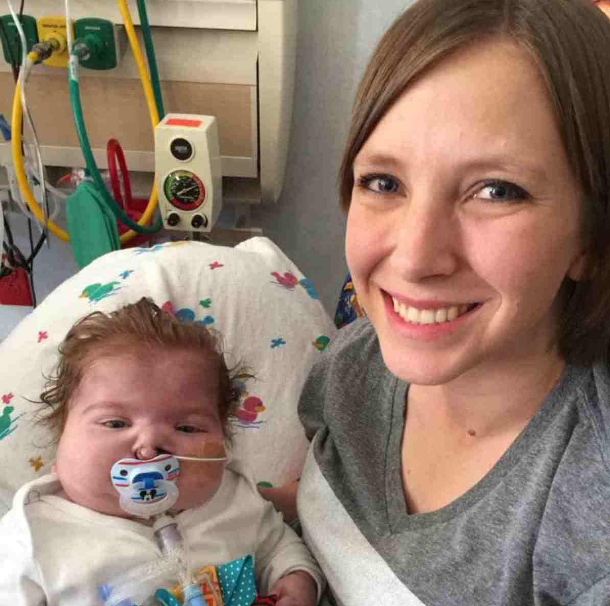 """""""Il mio bimbo, in 13 mesi di vita, ha fatto tanto"""": una mamma ricorda il figlio aiutando sconosciute – FOTO"""