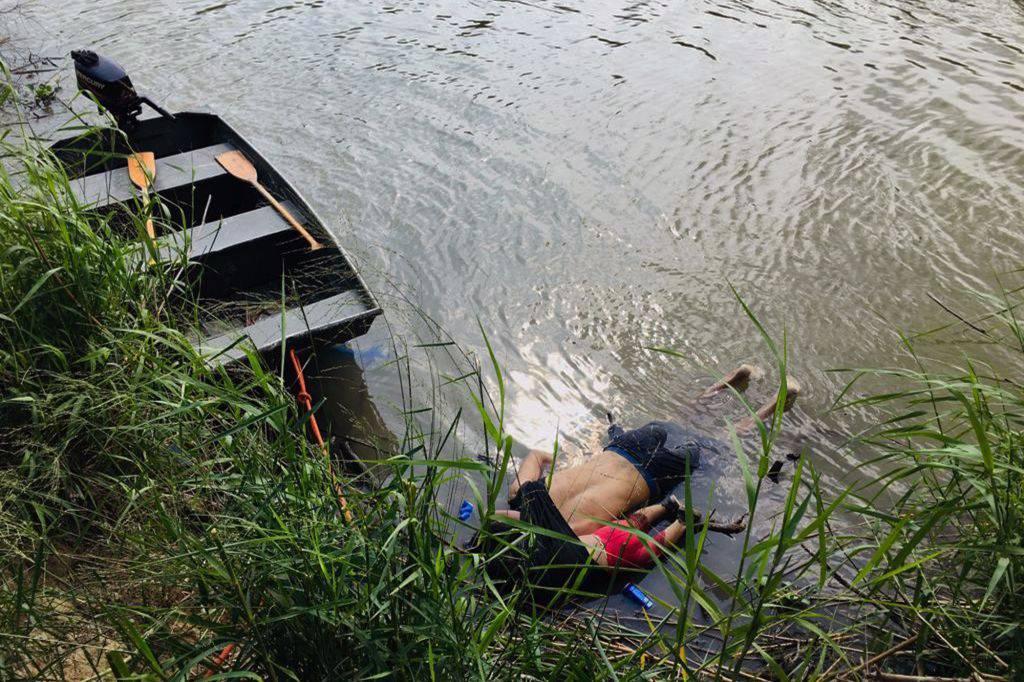 padre e figli migranti morti messico