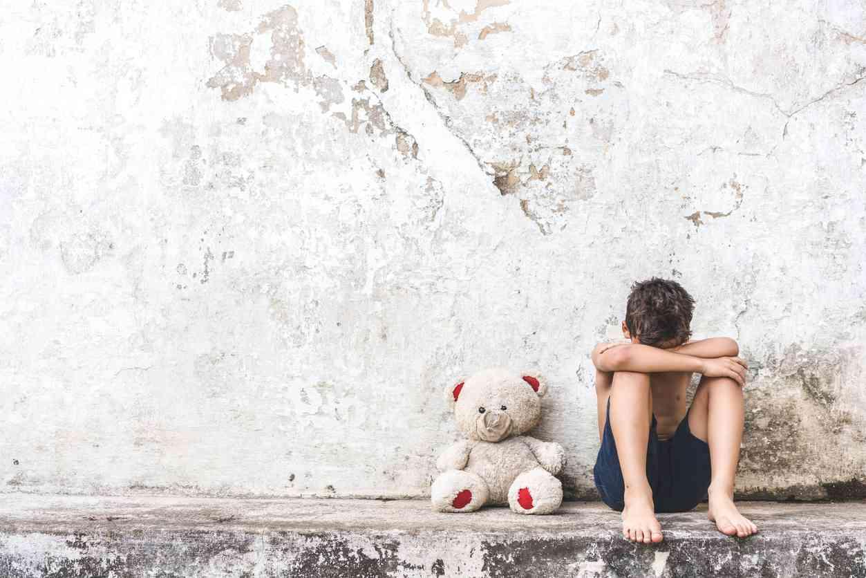 bambino e mamma vittime violenza