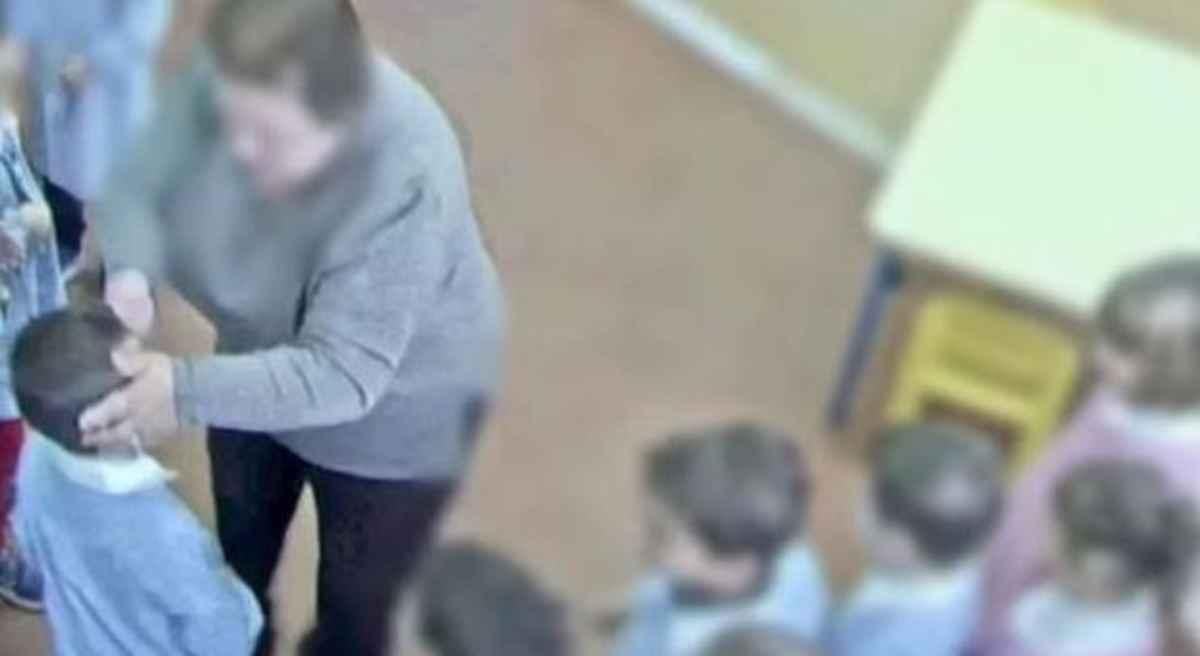 bambini maltrattati asilo reggiano