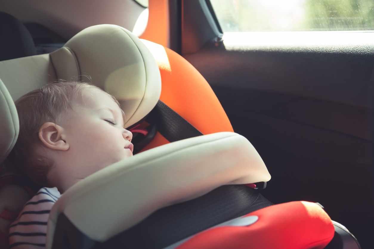 bambina lasciata in auto