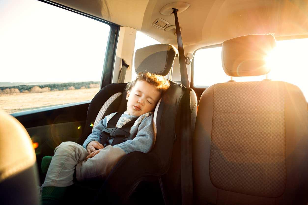 bambino lasciato in auto a Ostia
