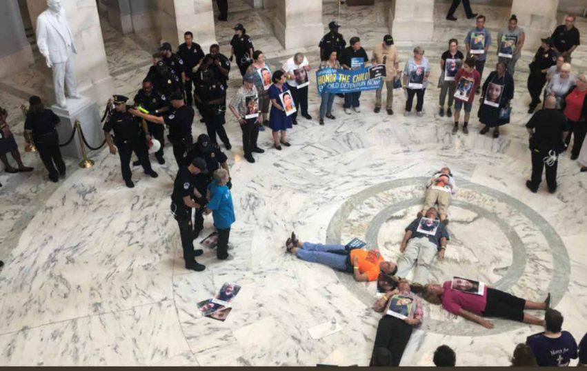 religiosi protestano per bambini migranti 2