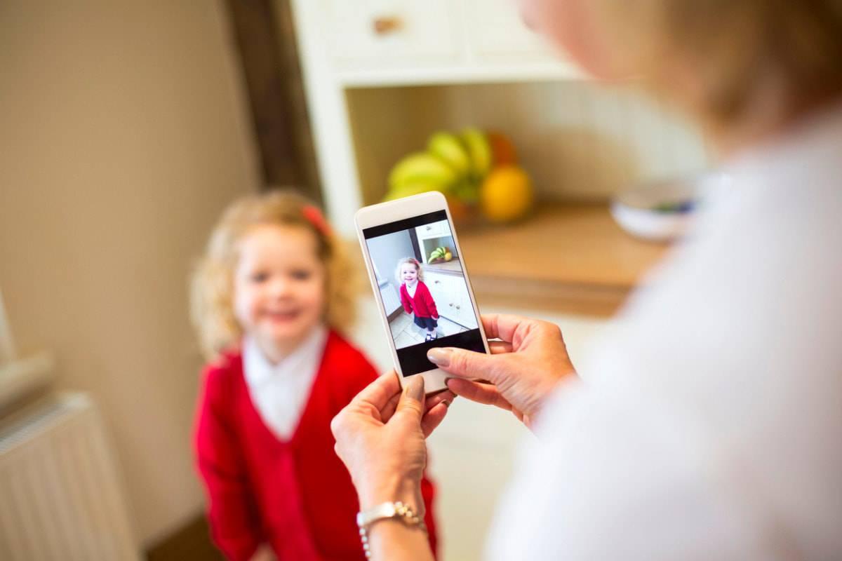 La privacy dei bambini violata sui social dai genitori: troppe foto