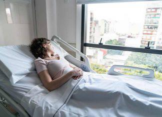 donna subisce aborto per errore medico