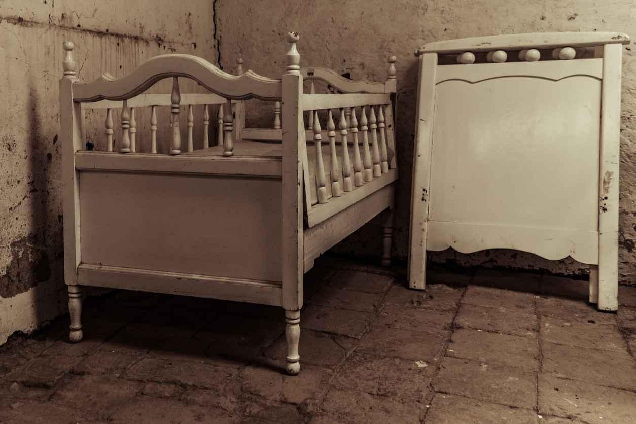 """Neonato morto trovato in un cespuglio: trovata la """"madre"""""""