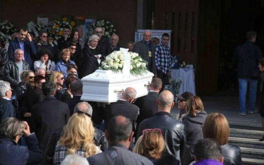 bambino caduto dalle scale funerale