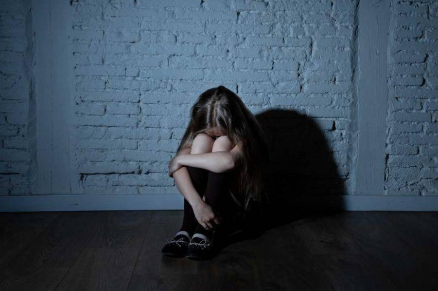 ragazza vittima di un pedofilo
