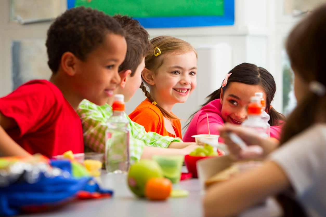 Scandalo alimentare: cibo per bambini all'asilo con corpi estranei
