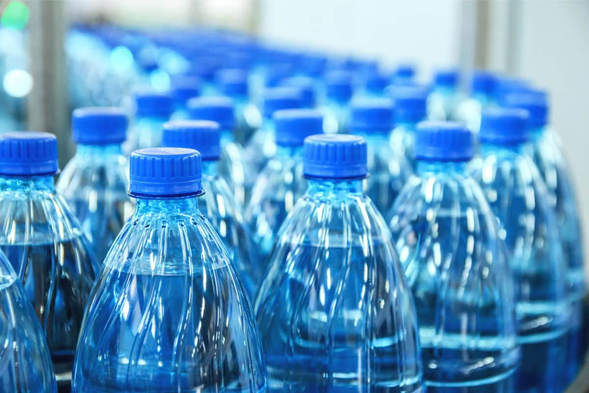 Richiamo acqua in bottiglia dal mercato | La marca e i motivi | FOTO