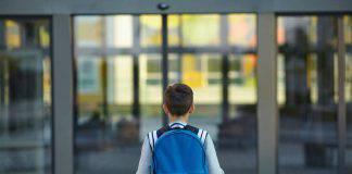 bambino aggressivo a scuola
