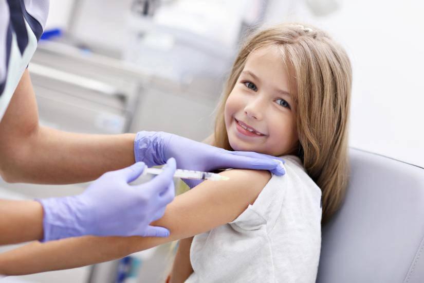 classe si vaccina per aiutare un compagno