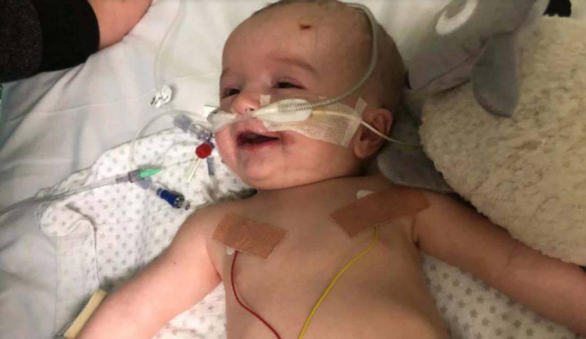 neonato si sveglia dal coma e sorride