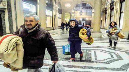 Famiglia adotta senzatetto