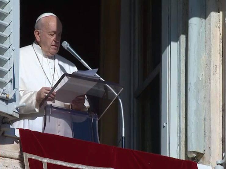 Roma / Vaticano, Papa Francesco si scusa per aver reagito alla fedele