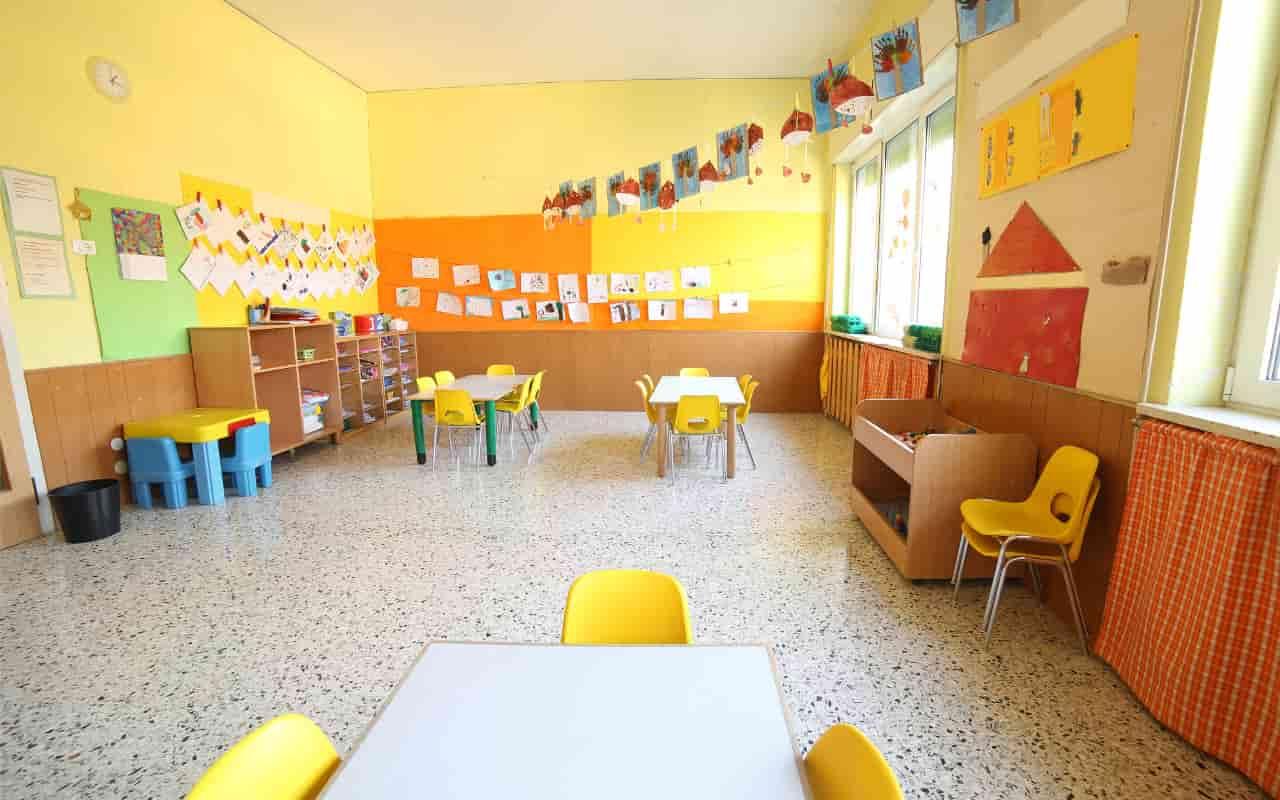 Bambini maltrattati all'asilo, le telecamere hanno incastrato le maestre e una suora | VIDEO