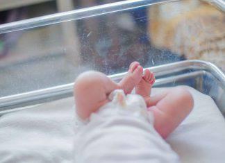 Neonato abbandonato in strada