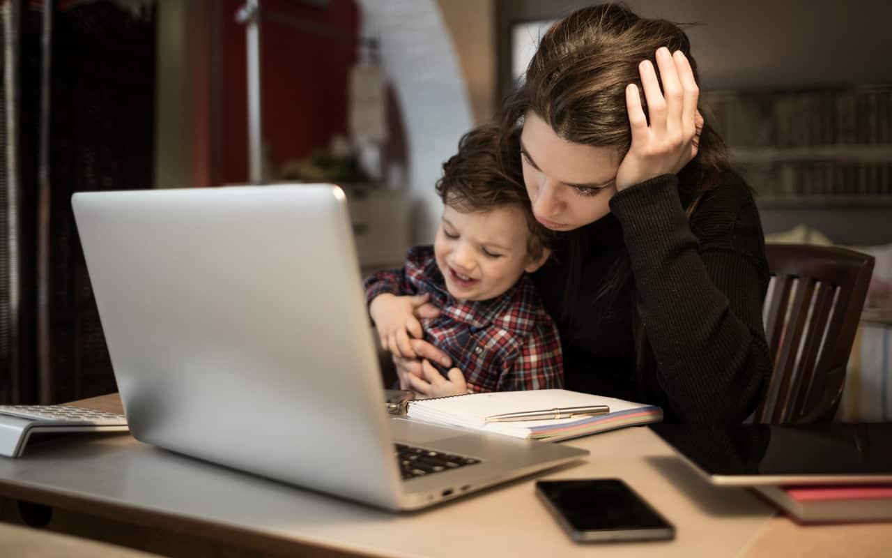Le mamme che lavorano sono le più colpite dallo stress   Lo studio
