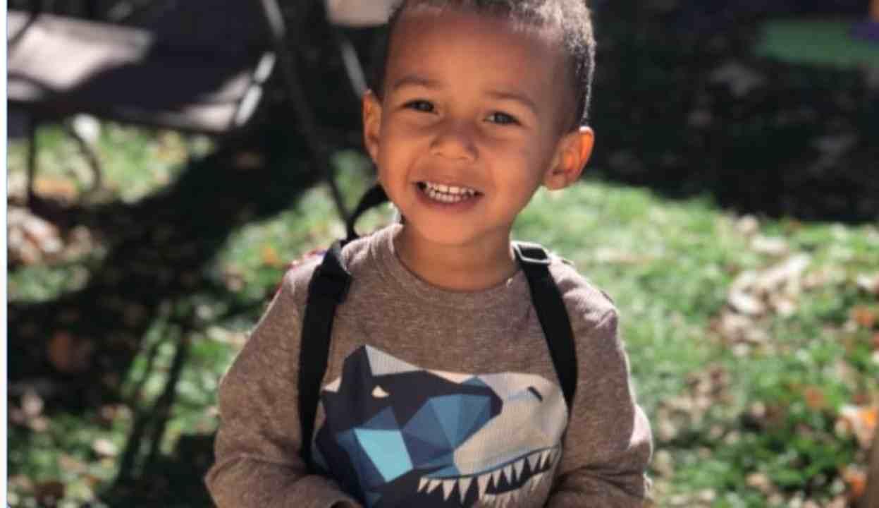 Bambino di 4 anni muore per influenza: la mamma consigliata dai no vax   FOTO