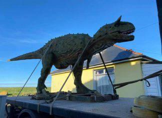 papà compra un dinosauro