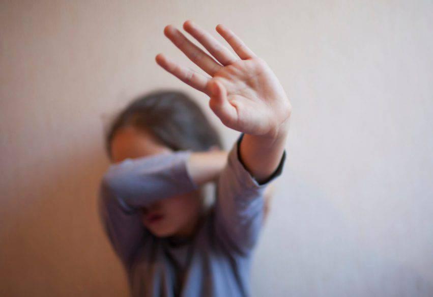 bambina abusata dalla mamma