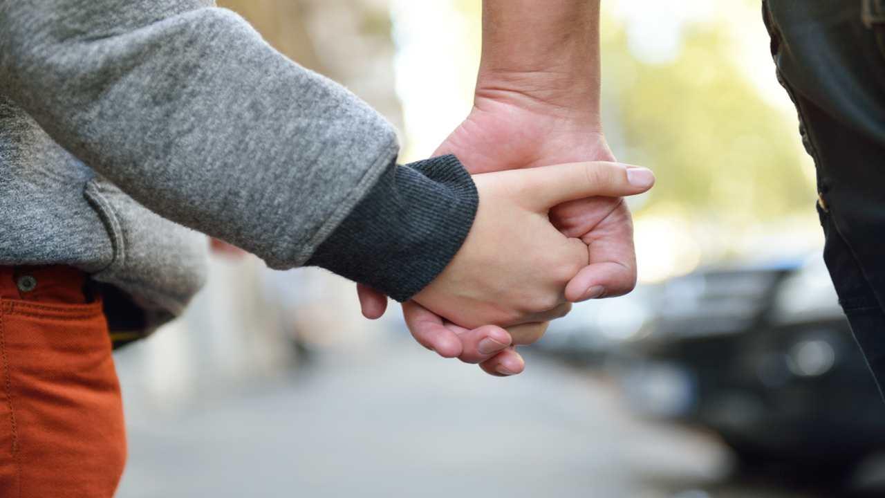 Viminale dice sì alle camminate genitore con figlio: la circolare