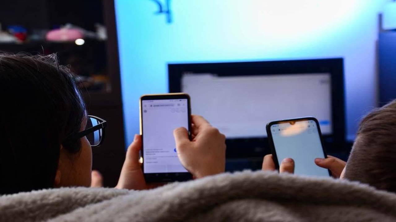 L'isolamento aumenta il rischio di adescamento online di minori: la denuncia degli esperti