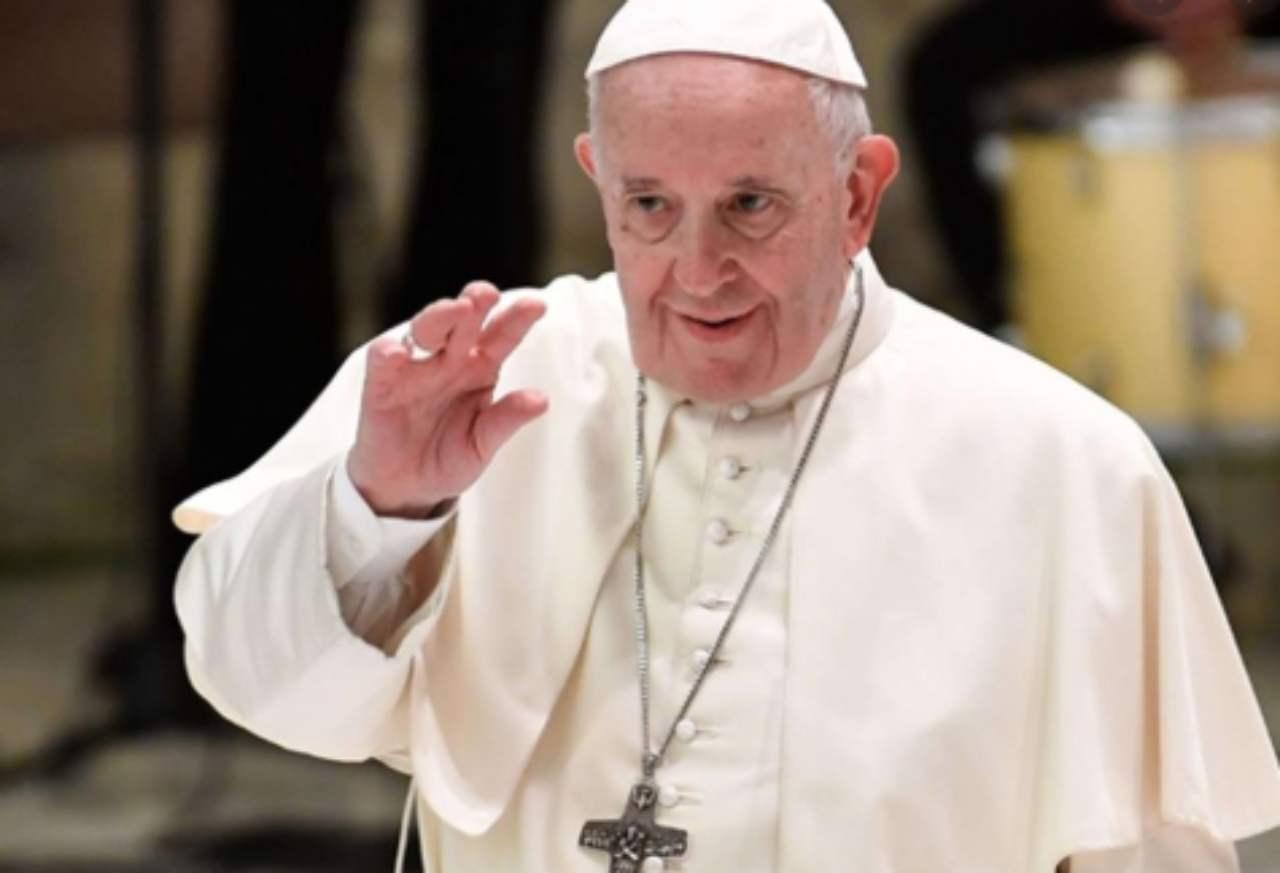 """""""Preghiamo per i genitori a casa coi bambini"""" l'invito di Papa Francesco"""
