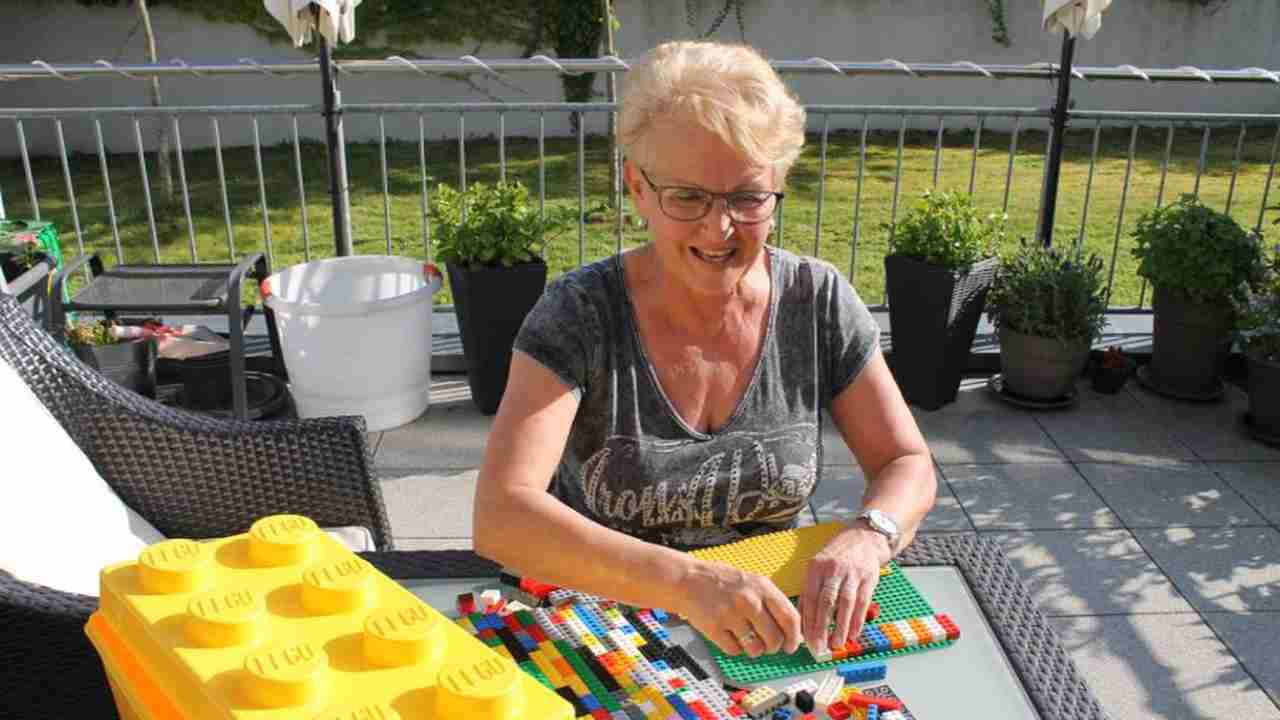 Rampe per disabili con i Lego: l'idea di una donna | VIDEO