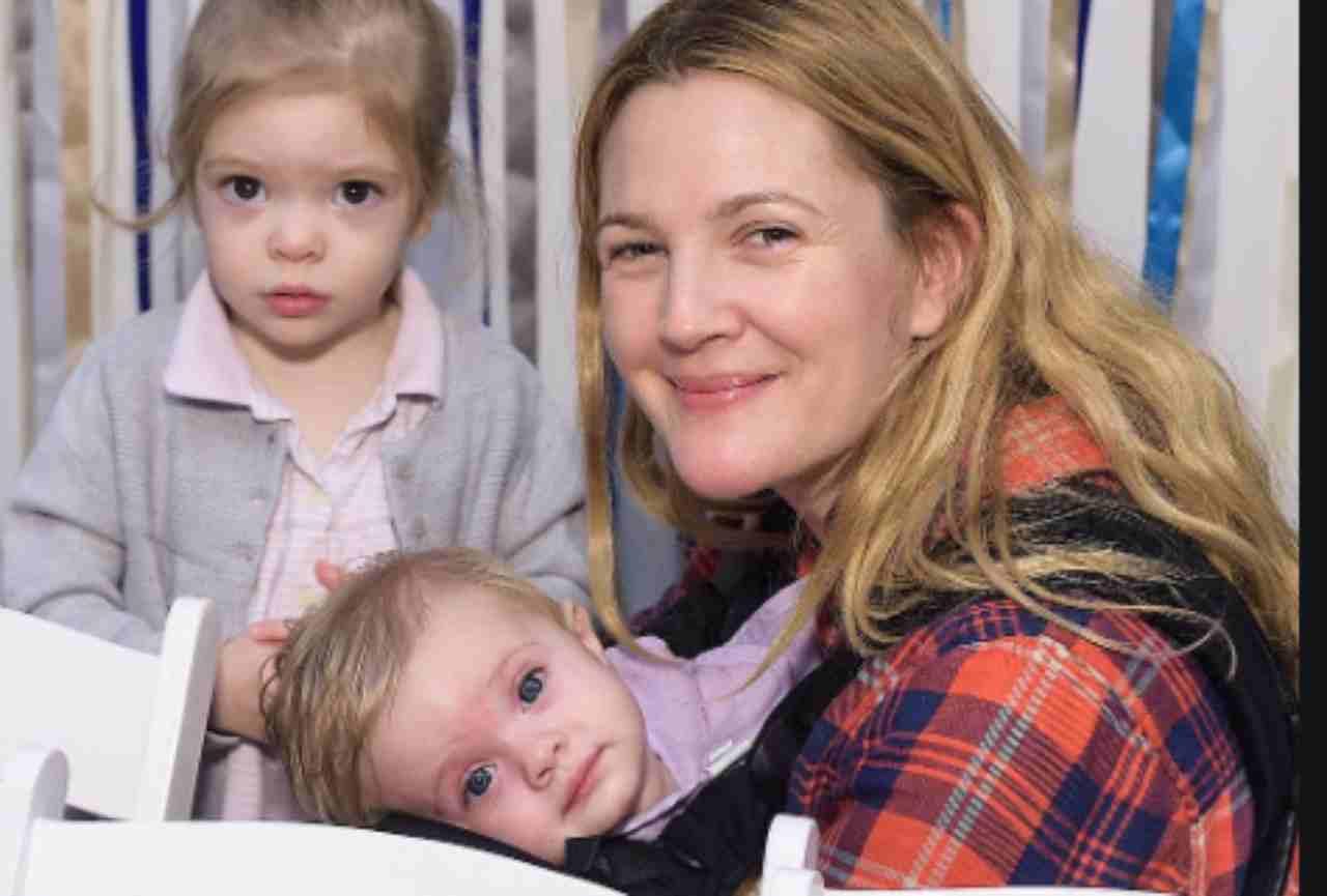 """All'inizio piangevo"""": Drew Barrymore mamma in quarantena si racconta   FOTO"""