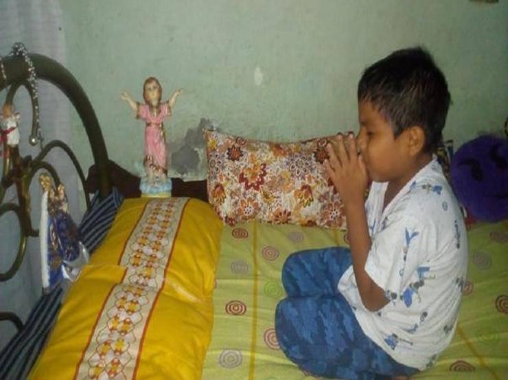 Bambino prega
