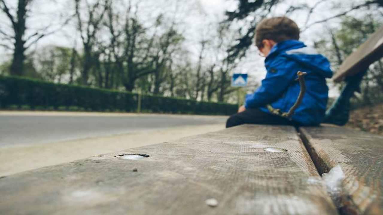"""""""Volevo riabbracciare la mamma"""": bimbo di 5 anni scappa di casa"""