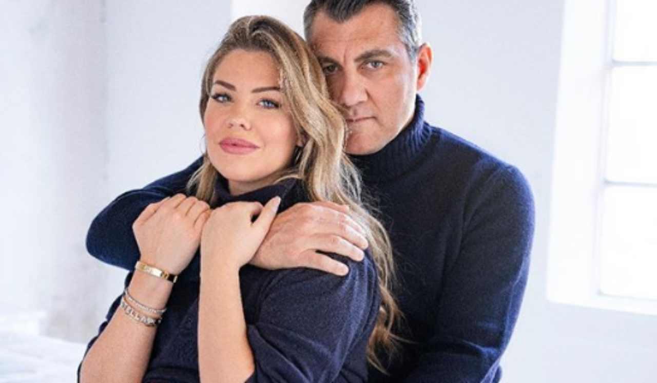 Bobo Vieri e Costanza Caracciolo con le figlie: è la prima volta tutti insieme | FOTO