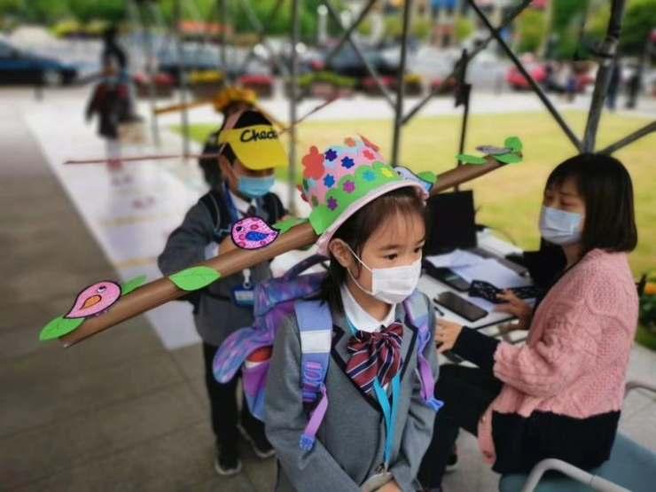 cappello anti-contagio bambini Cina