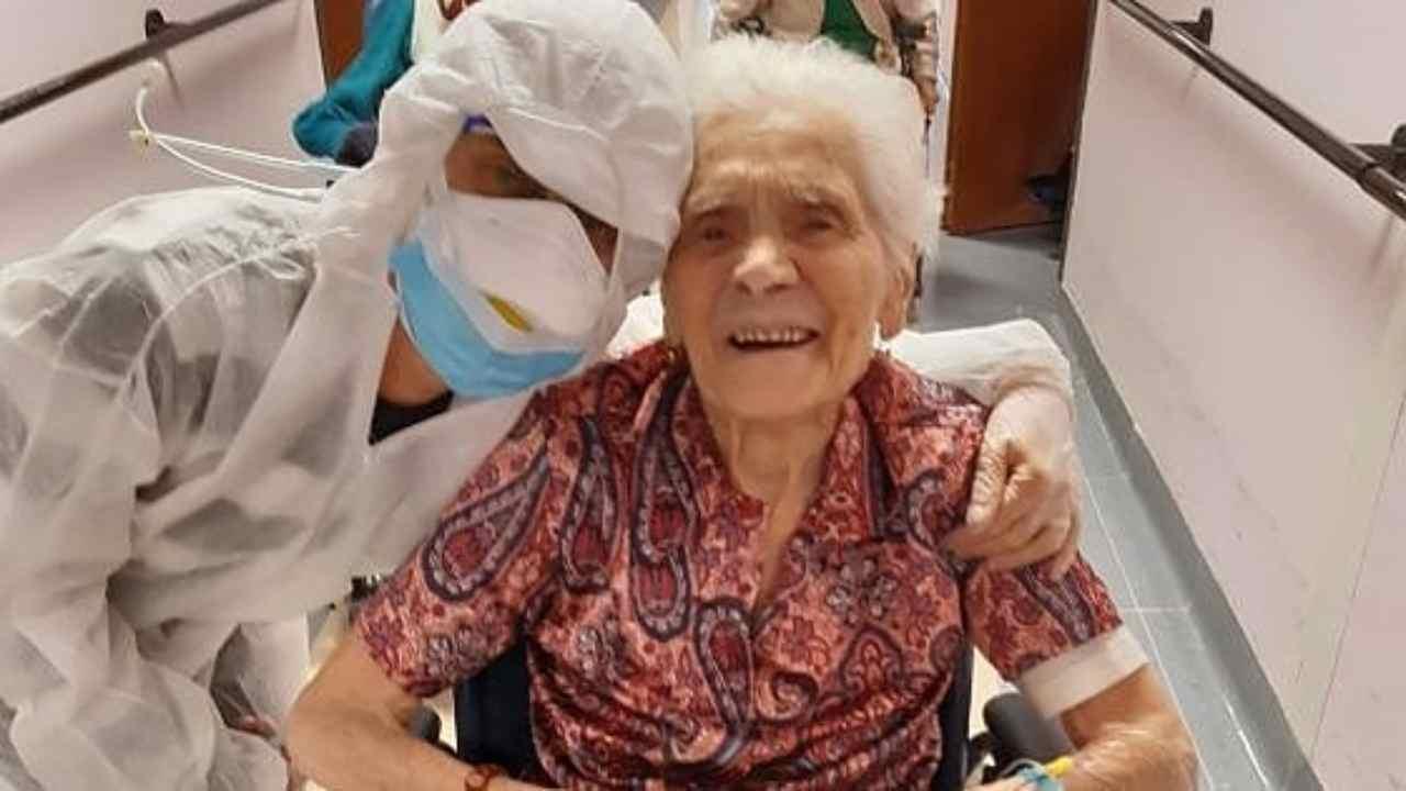 Nonna ultracentenaria guarisce dal Covid 19: la sua storia | FOTO