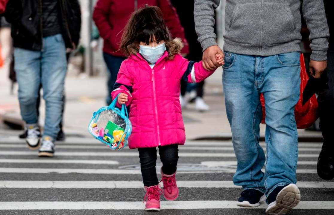 Mascherine per bambini: pediatri spiegano come e quando usarle