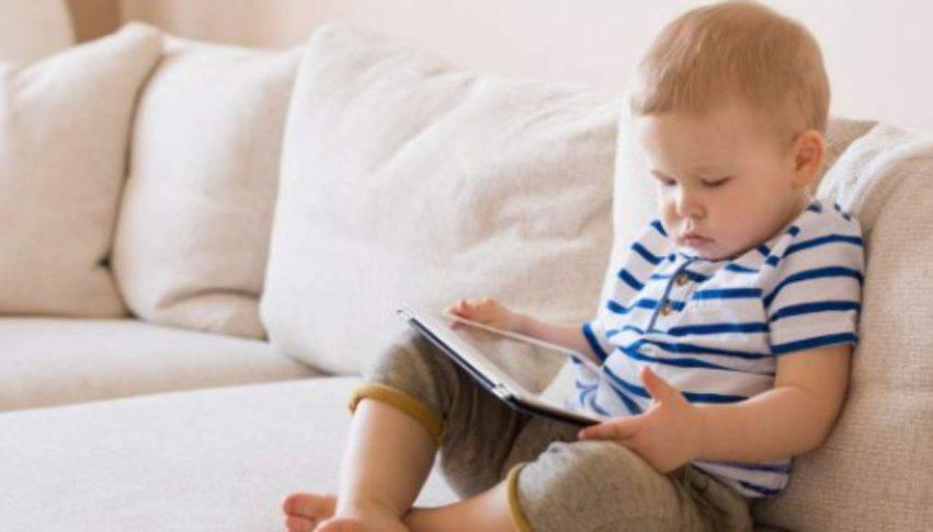bambini abbandonati tablet