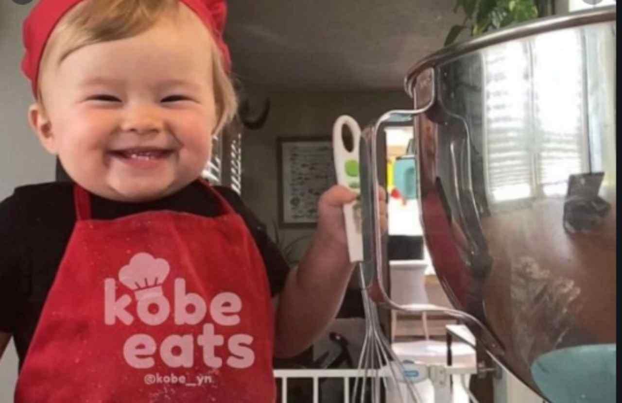 Bambino chef di 1 anno è la nuova star del web | VIDEO